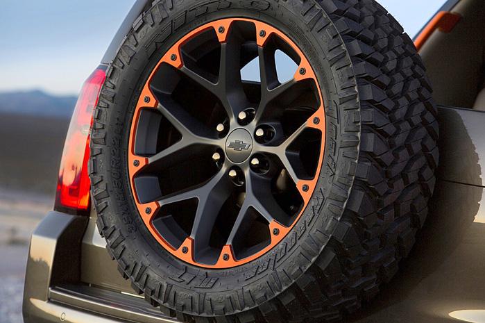 Selv 35-tommers dæk ser lavprofil ud monteret på 22-tommers fælge