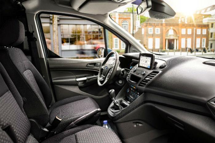Connects kabine forbedres med ny centerkonsol og SYNC 3. Øverst i forruden ses kameraet til bl.a. fodgænger-  og skiltegenkendelsen