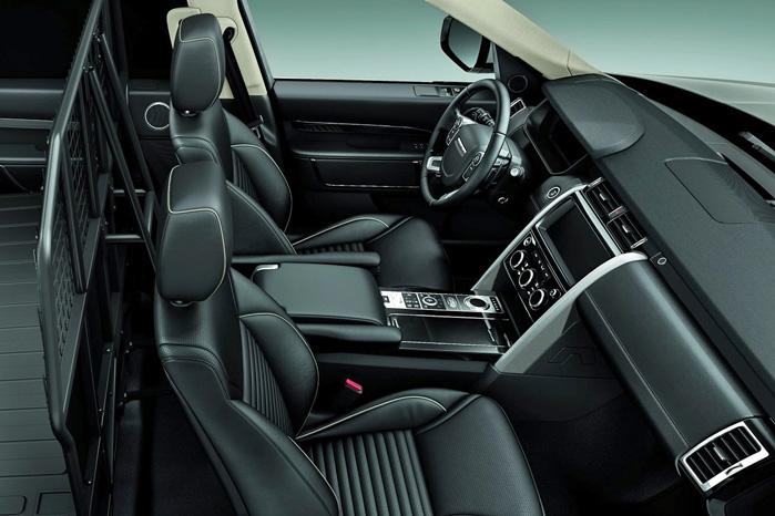 Ligesom i de ombyggede danske modeller er personbilens interiør omkring forsæderne intakt