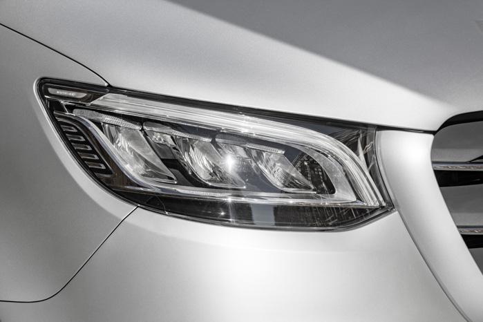 Mest iøjnefaldende er 'øjnene', som har bevaret mest af særpræget fra konceptbilen