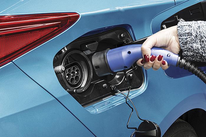 Prius Plug-in kan lades både ude og hjemme, men du strander ikke, selv om du glemmer at lade