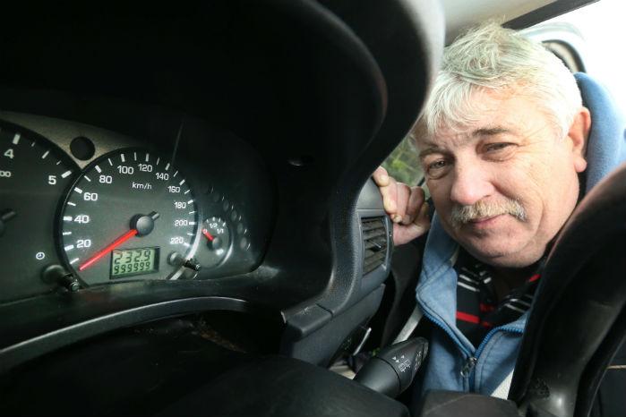 Så gik den ikke længere. Da tælleren i James Foleys Ford Connect nåede 999.999 km, skulle den nulstilles. Foto: Ford
