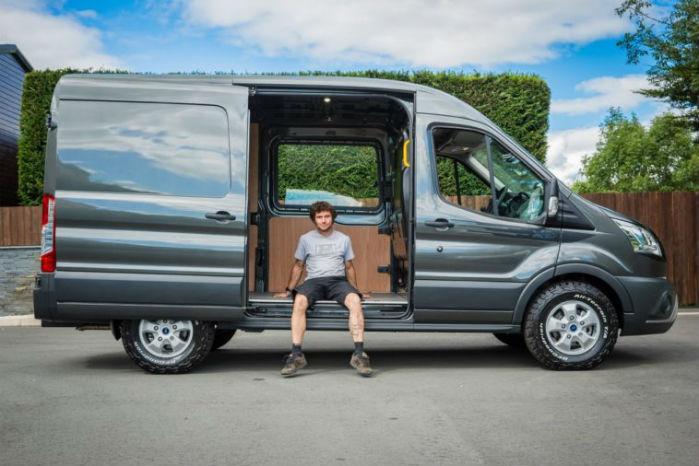 Road raceren Guy Martin har inspireret af egne ønsker designet en Transitvariant i samarbejde med MS-RT