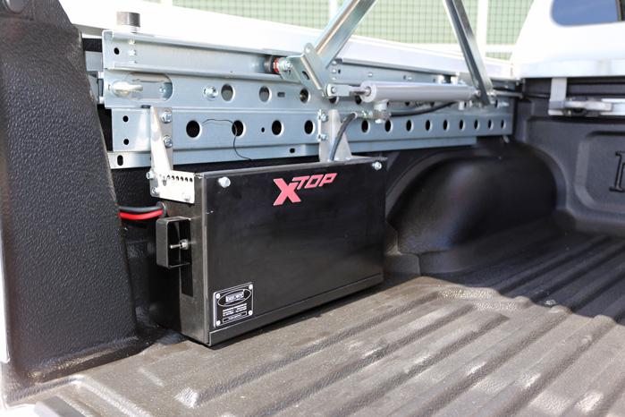 Hydraulikken fylder nogenlunde som en nødhjælpskasse inde på ladet