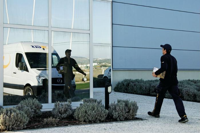 I tider med økonomisk vækst skal der leveres flere pakker, og der bliver solgt flere kassevogne. Foto: GLS