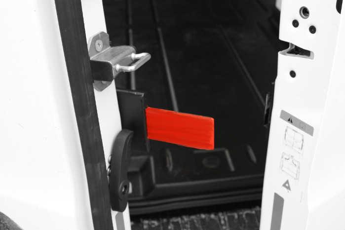 Låsepalen (den røde) er udført i højstyrkestål