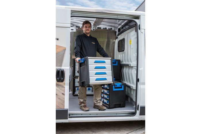 Bærehåndtagene gør det let at løfte blokkene ind og ud af varebilen
