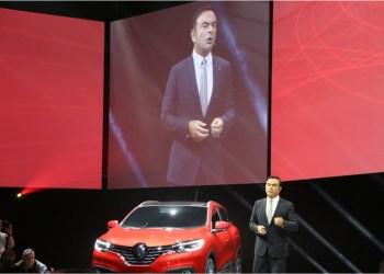 Carlos Ghosn beholder foreløbig sine ledende poster i Renault