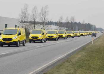 De 21 varebiler blev hentet på én gang hos Ford i Holstebro. PR-foto