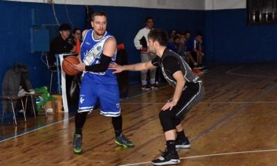 Matías Della Mea cumple una doble función en Acción Juvenil: jugador de la primera y vicepresidente.