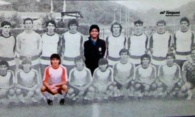 Darío Puñet (el primero de la izquierda agachado) siendo sparring en Italia '90.