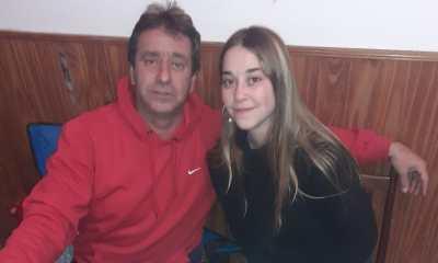 La hija del ex preparador físico de Atenas tiene que afrontar una costosa operación en los ojos.