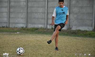 Facundo Quiroga ya viste la camiseta de Juventud Unida de Río Cuarto.