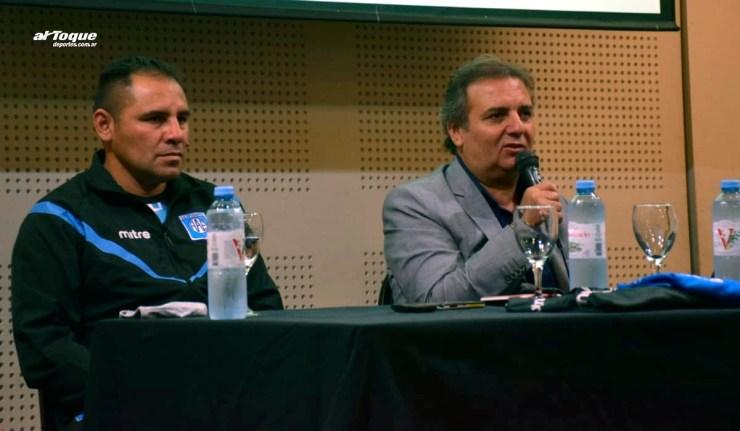Acuña y Dagatti en la presentación del flamante DT de Estudiantes.