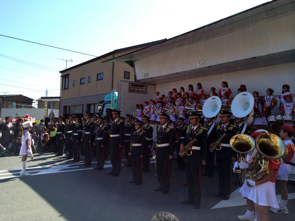 Marching Band of Primary School collaborate with Pro Marching Band