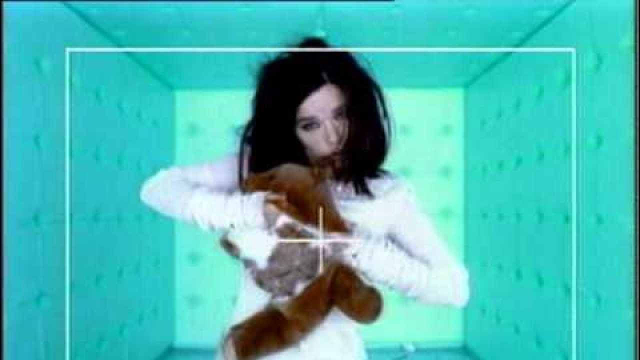 Björk – Violently Happy