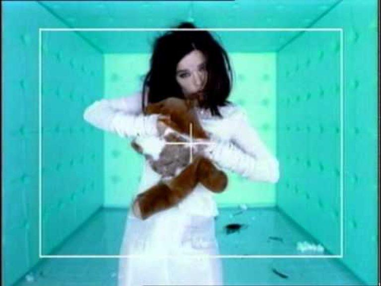 Björk – Violently Happy