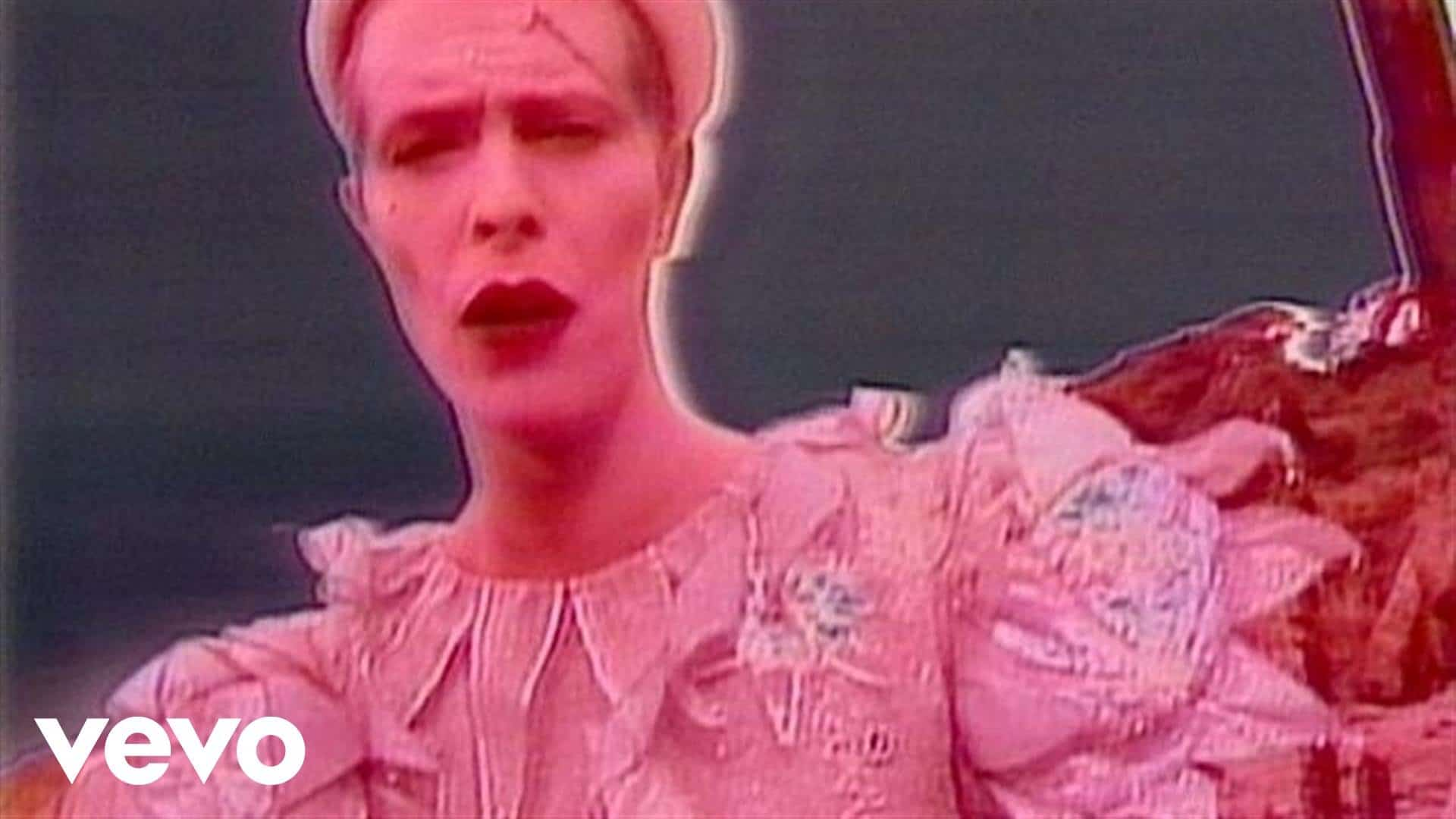 David Bowie – Ashes To Ashes