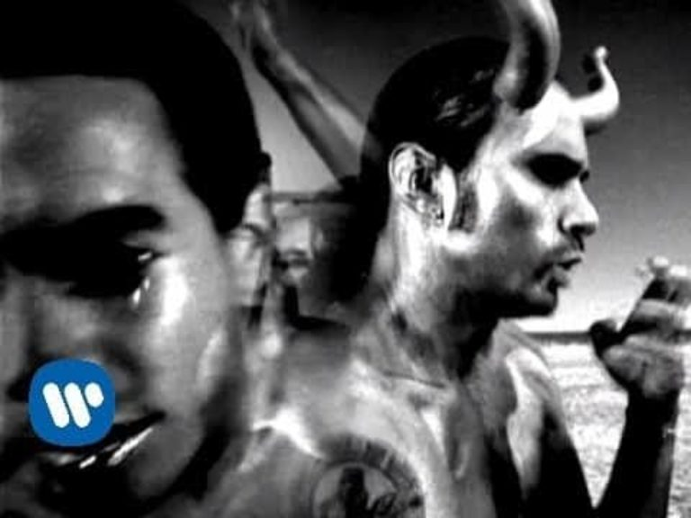 Red Hot Chili Peppers – Give It Away