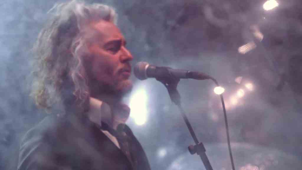 The Flaming Lips – Dinosaurs On The Mountain