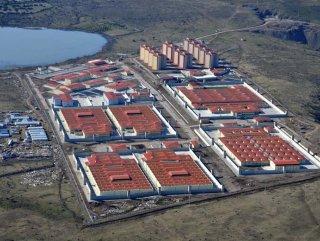 İzmir'de bir mahkum koğuşu yaktı: 20 kişi tedavi altında