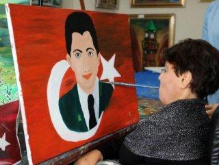 Ağzıyla 15 Temmuz Şehidi Demir'in resmini çizdi