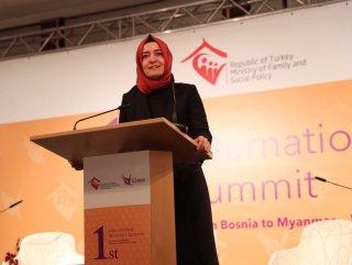 Bakan Sayan Kaya, Uluslararası Kadınlar Zirvesi'nde