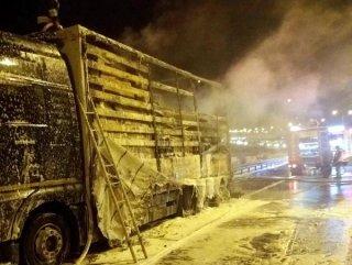 Bolu'da Rus şoförün kullandığı tır yandı