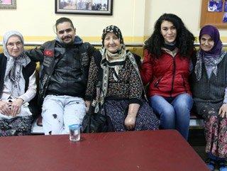 Bursa'da motosikletli gençlerden huzurevi ziyareti