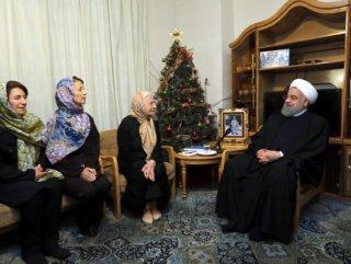 Hasan Ruhani'den Ermeni aileye Noel ziyareti