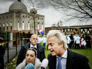 Hollandalı ırkçı Wilders'ten cami bahçesinde propaganda