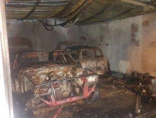Sancaktepe'de 2 otomobil alev alev yandı