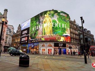 Londra'da Piccadilly Meydanı'nı süyleyen THY reklamı