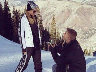 Paris Hilton'a sevgilisinden evlenme teklifi