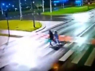 Polonya'da otomobilin çarptığı çift metrelerce öteye uçtu