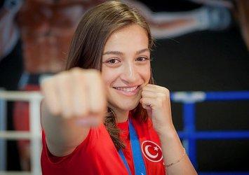Milli boksör Buse Naz Çakıroğlu'ndan gümüş madalya .