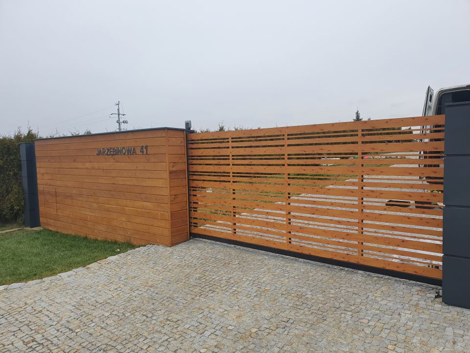 ALUgate ogrodzenie aluminiowe AG250 i CONFIGURE 2