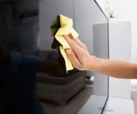 テレビ画面に付着する「ホコリの予防法」と「キレイにするお掃除術」