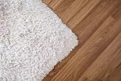 狭い部屋を広く見せるコツは? 広見せ効果のあるカーペットの選び方