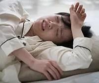 夏の夜は寝苦しい! 暑い夜に快適な睡眠をとるための4つのテクニック
