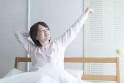 冬のベッドの寒さ対策4:床からの冷気を防ぐ