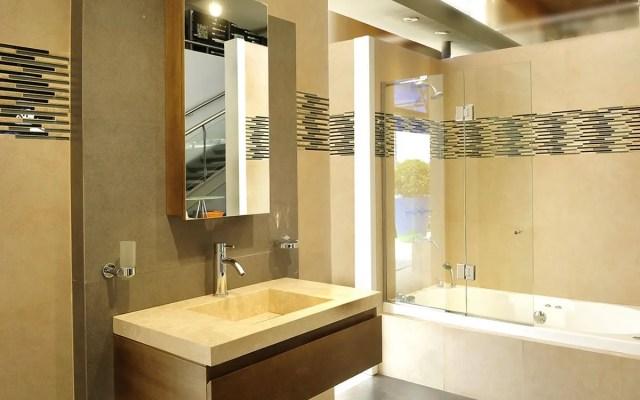 Consejos y trucos de Cómo limpiar ducha y las puertas baño aluminio y acrilico