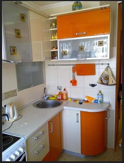 لون مطبخ صغير اورنج مع الابيض مطبخ زاوية صغير ضيق مساحة صغيرة