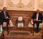 رئيس مجلس الأمة يعقد مباحثات رسمية مع رئيس مجلس النواب المصري