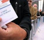 الناخبون الفرنسيون يتوجهون لصناديق الاقتراع لاختيار رئيس جديد