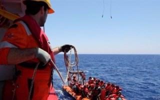 إنقاذ 36 مهاجراً جنوبي إسبانيا