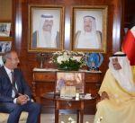 الشيخ صباح الخالد يتسلم نسخة من أوراق اعتماد سفير المملكة المتحدة لدى البلاد