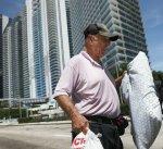 إعصار إيرما يقترب من ولاية فلوريدا الأمريكية والسكان يغادرونها بأعداد هائلة
