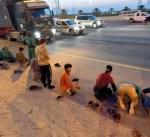 """""""الإفتاء الإماراتية"""": الصلاة على جوانب الطرق غير جائزة في حال عرضت المصلين للخطر"""