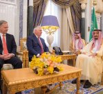 خادم الحرمين الشريفين يبحث مع وزير الخارجية الأمريكي العلاقات الثنائية